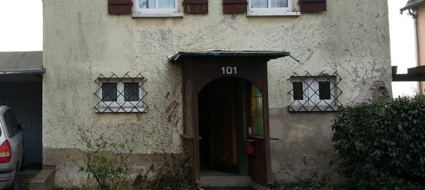 Frontansicht des Hauses vorher